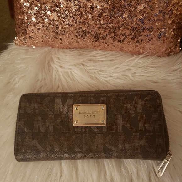 Michael Kors Handbags - Michael Kors Authentic Wallet